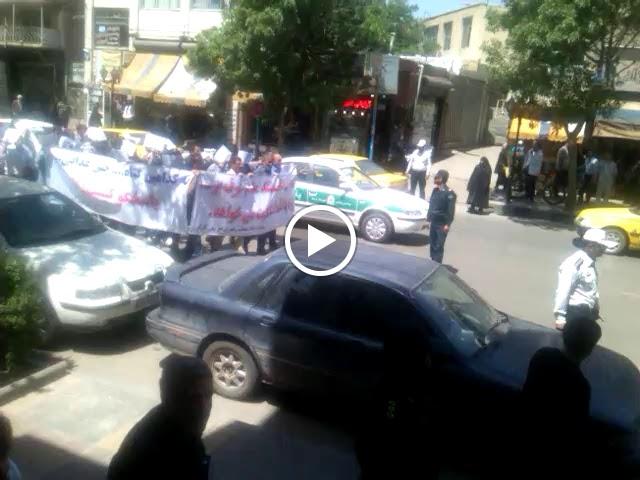 راهپیمایی اعتراضی کارگران ذوب آهن اردبیل با شعار«عزا عزاست امروز»نسبت به حقوق معوقه خود.jpg