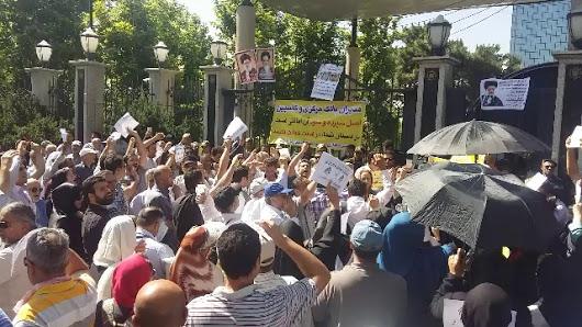 تجمع مالباختگان مقابل دادسرا در مشهد.mov.jpg