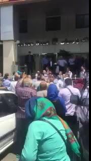 ضرب و شتم  مالباختگان بانک پارسیان توسط ماموران این بانک در نمایشگاه بین المللی تهران.jpg