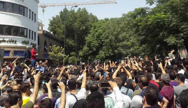 پیوستن-بازار-عباس-آباد-به-اعتصاب-1.jpg